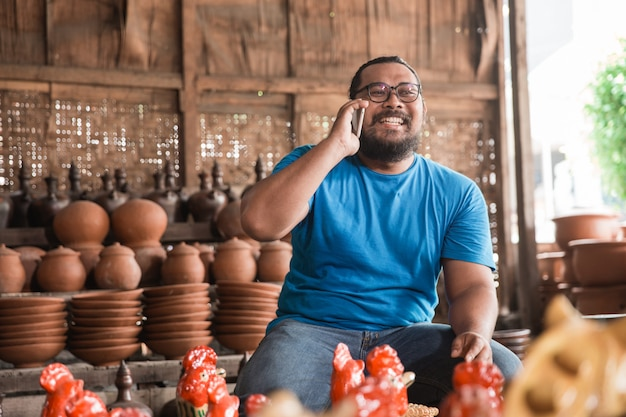 Телефонный звонок производителя керамики
