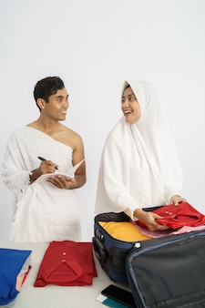 Мусульманские паломники жена и муж хадж и умра