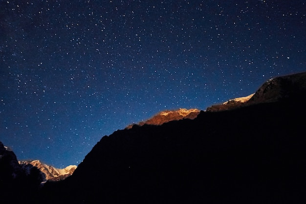 山の夜空、天の川