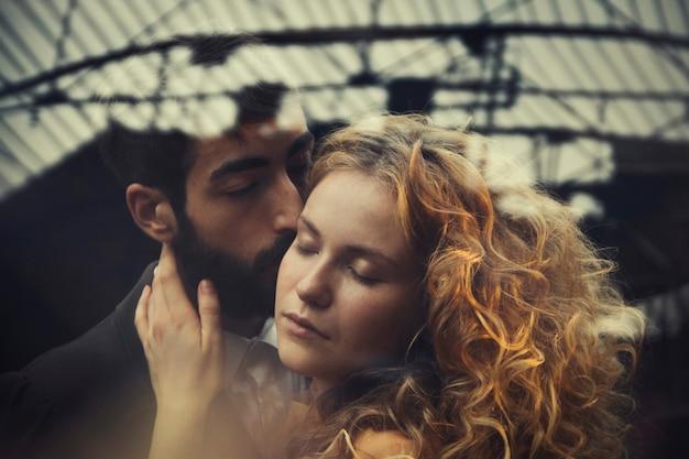 愛のカップルのスチームパンクなおとぎ話の魔法。男性と女性のラブストーリー