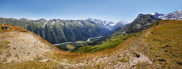 パノラマ写真春の谷コーカサス山脈アルヒズ、ロシア