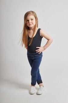長い髪の美しい子少女若いモデル