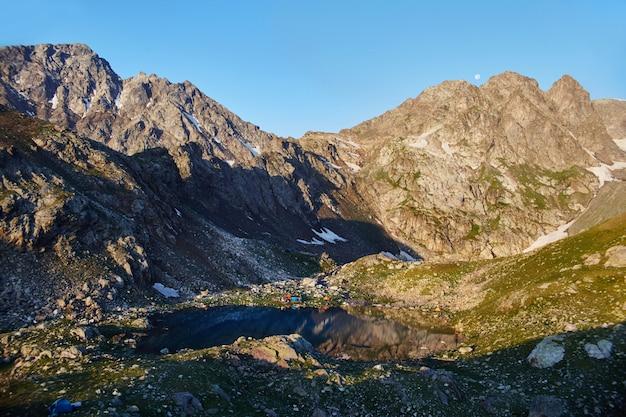 コーカサス山脈の山アルヒズ、ソフィア湖、登山、ハイキング