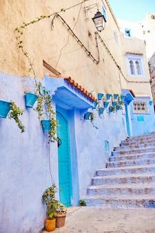 モロッコは青い都市シャウエン、青い色で描かれた無限の街