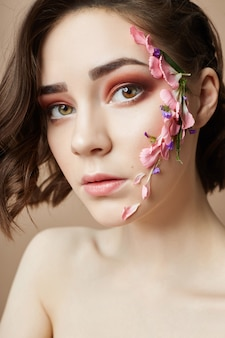 美容フェイスプロのメイク、化粧品の花