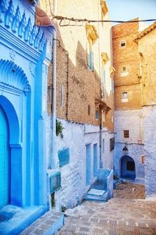 モロッコは青い街シャウエン、果てしない通りです