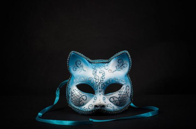お祝い用の色付きの猫型のカーニバルマスク