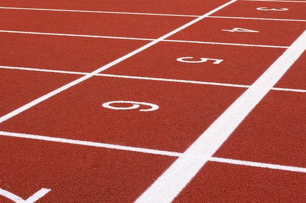 Трек и бег, беговая дорожка для спортсменов, легкая атлетика или беговая дорожка