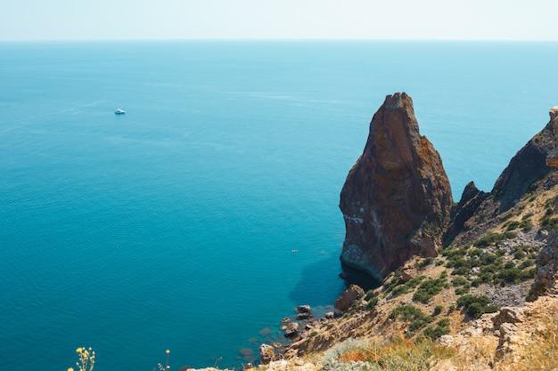 ベイ。岬からの船と海の平面図