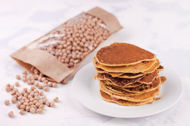ひよこ豆粉のパンケーキまたはフリッター、ベジタリアンスナック