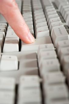 指とキーボード