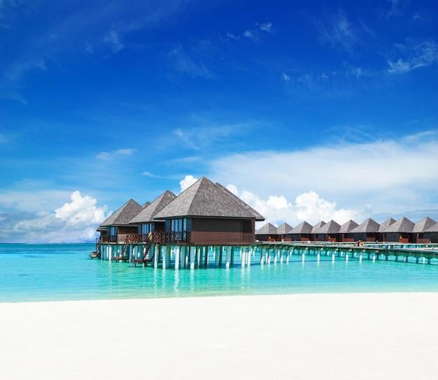 ビーチと美しい熱帯のモルディブの島