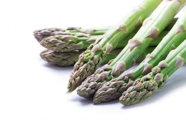 新鮮なグリーンアスパラガス