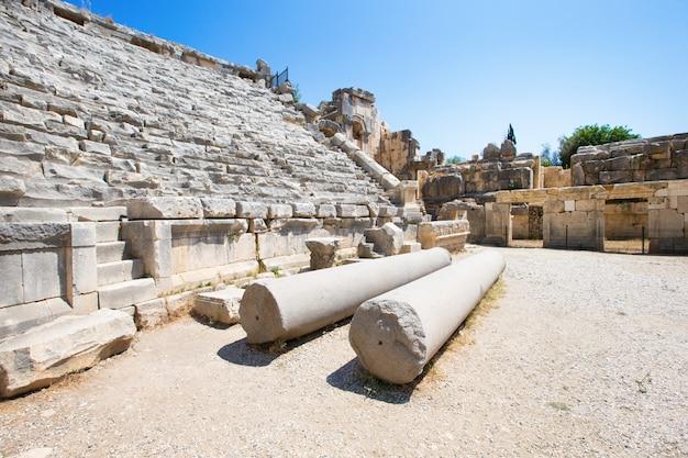 マイラ、トルコの古代の円形劇場