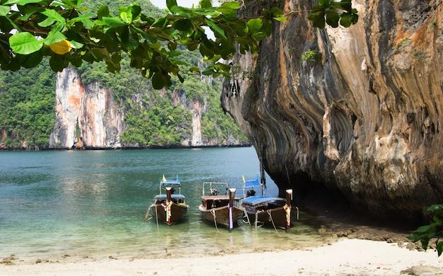 Лодки и острова