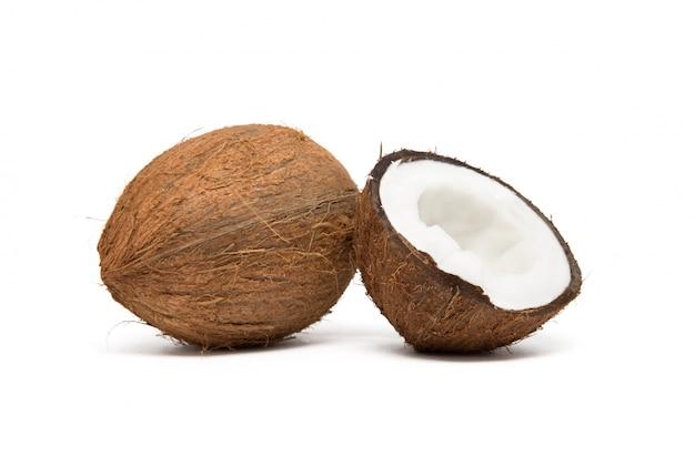 白で隔離されるココナッツ