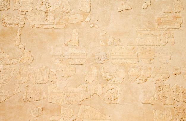 壁に古代の象形文字