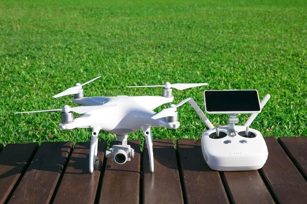 高解像度デジタルカメラ付きドローンクアッドヘリコプター