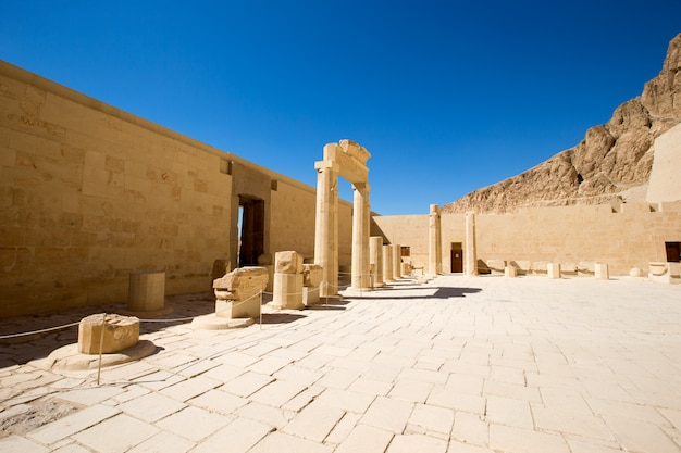 エジプトのルクソールの近くのハトシェプスト神殿