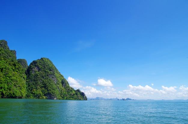 タイの海と山