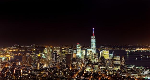 Воздушный ночной вид на манхэттен