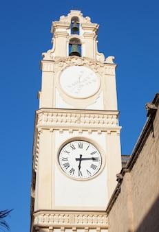 Часовая башня в центре города галлиполи