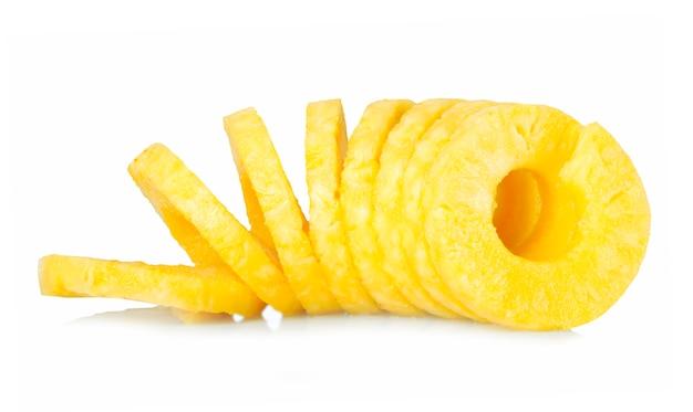 皮をむいたパイナップル
