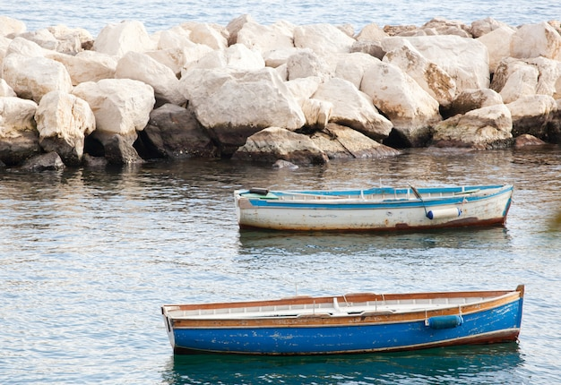 ナポリ湾の漁船