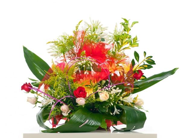 様々な花のバスケット