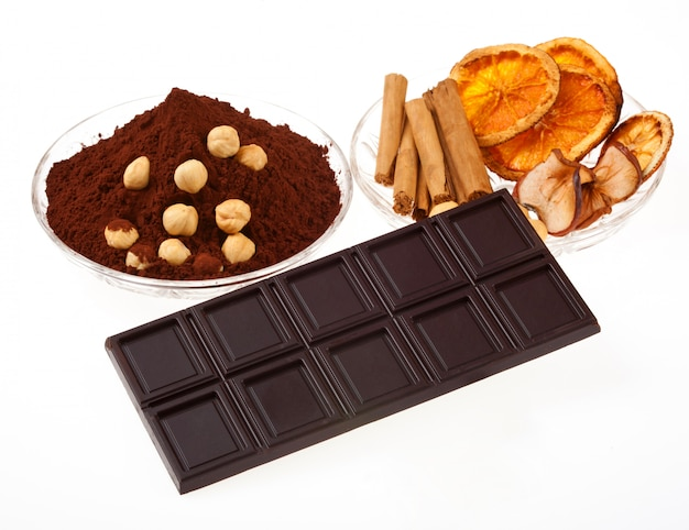 ココアパウダー、シナモン、乾燥オレンジのチョコレート。