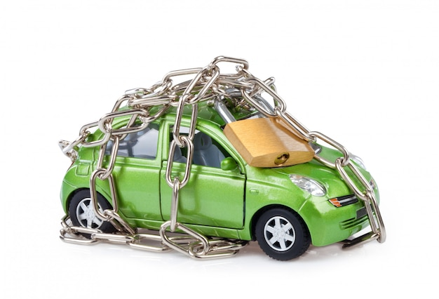 南京錠とチェーンで車両のセキュリティ