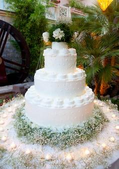 美しいウェディングケーキ
