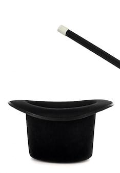 魔法のショーのための杖と魔法の帽子