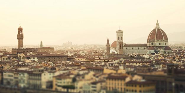 イタリア、フィレンツェの黄金の夕日。
