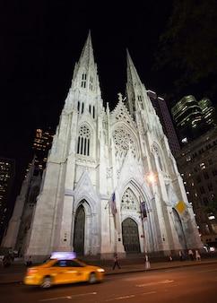 Собор святого патрика ночью