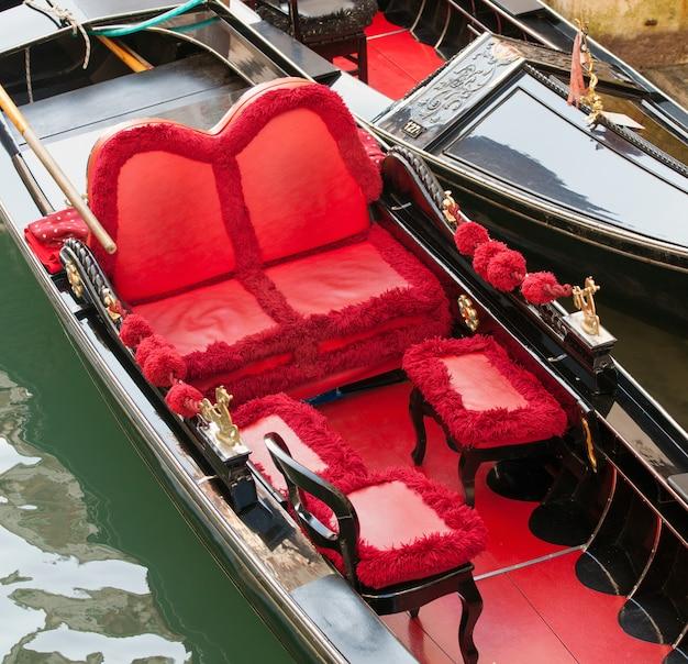 Типичные кресла класса люкс в гондоле в венеции