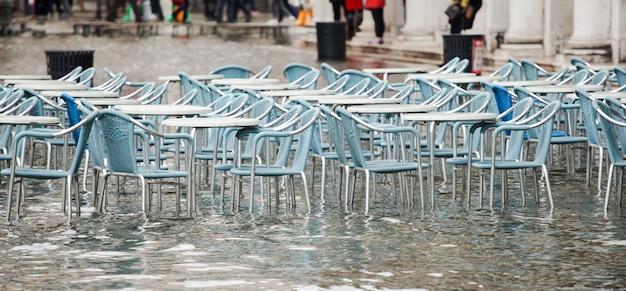Половодье на площади сан-марко в венеции