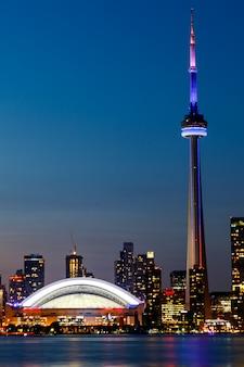 Ночная точка зрения города торонто, онтарио, канада