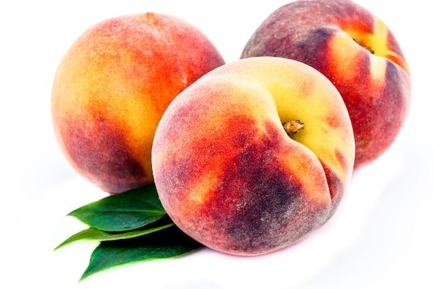 Группа персиков