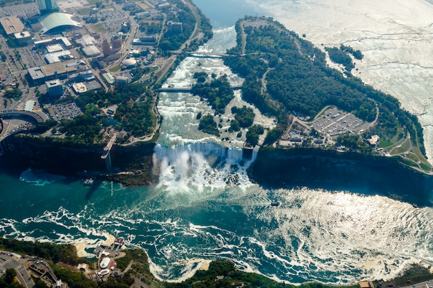 カナダ、オンタリオ州のナイアガラの滝の素晴らしい空撮