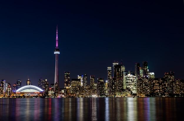 トロントのダウンタウン、オンタリオ州、カナダの夜景