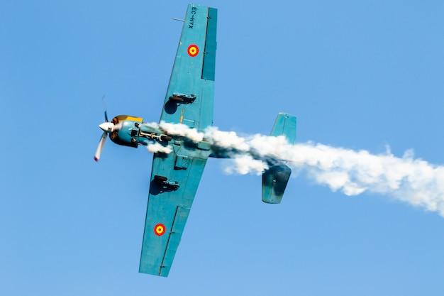 航空機ヤコレフサルババレスタ飛行機
