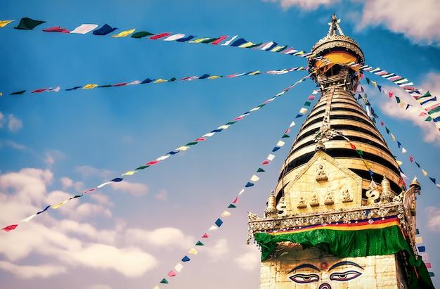 ネパール、カトマンズ渓谷の仏舎利塔