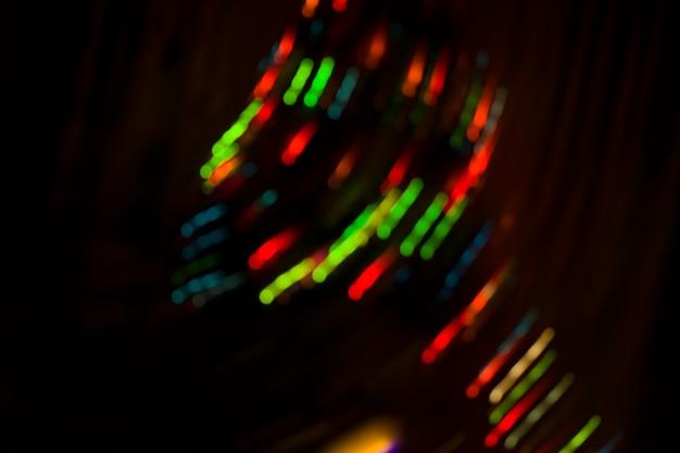 夜のボケコンサートの背景をぼかした写真。コンサートの舞台照明。コンサートの照明をデフォーカス