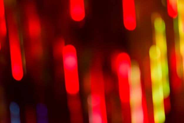 柔らかい多重赤の休日の光の背景。赤いボケホリデーキラキラ背景