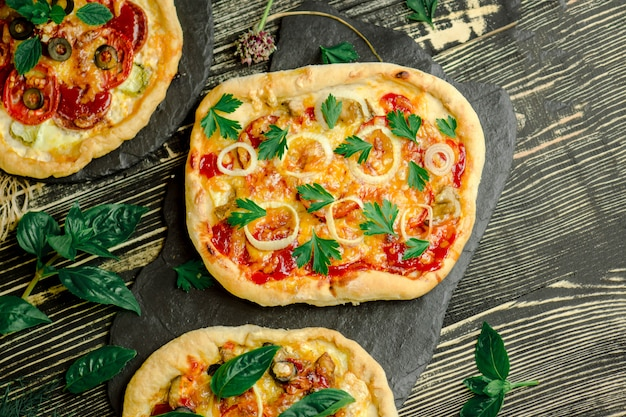 サラミとチーズの自家製ペパロニピザ