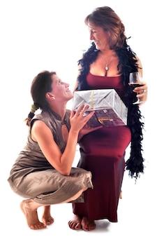 Подарок и женщинам