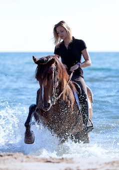 女曲馬師のビーチ