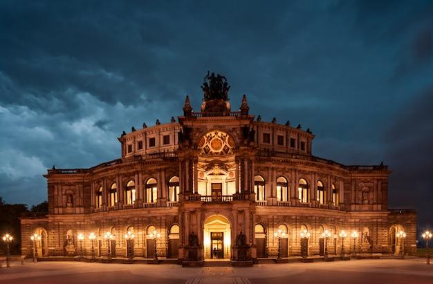 夜のドレスデンオペラ劇場