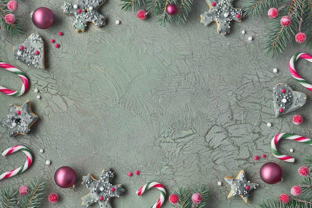 クッキー、コピースペース、緑とピンクのクリスマス装飾クリスマスフレーム